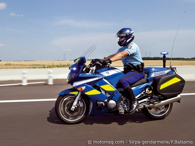 nouvelle tenue pour la gendarmerie nationale moto magazine leader de l actualit de la moto. Black Bedroom Furniture Sets. Home Design Ideas