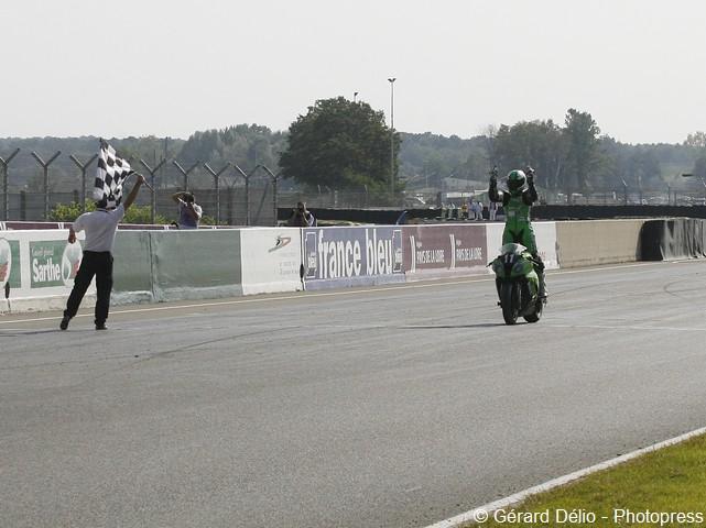 24h du mans moto 2011 victoire de la kawasaki n 11 d une moto magazine leader de l. Black Bedroom Furniture Sets. Home Design Ideas