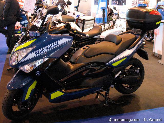 gendarmerie deux scooters t max pour les missions moto magazine leader de l. Black Bedroom Furniture Sets. Home Design Ideas