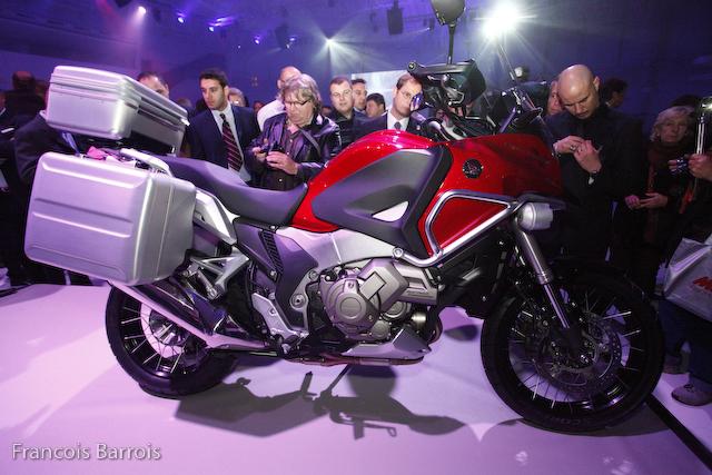 milan nouveaut moto 2012 honda 1200 crosstourer moto magazine leader de l actualit de. Black Bedroom Furniture Sets. Home Design Ideas