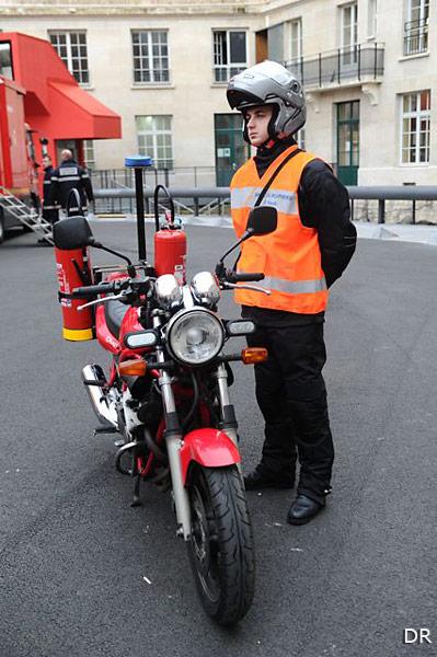 des motos d intervention rapide pour les pompiers de moto magazine leader de l. Black Bedroom Furniture Sets. Home Design Ideas