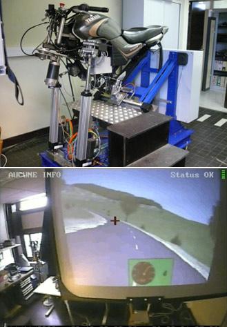 simulateur de conduite moto des volontaires pour la mise moto magazine leader de l. Black Bedroom Furniture Sets. Home Design Ideas