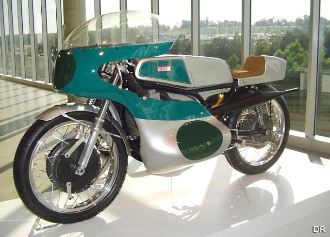 motos anciennes et de l est 125 motos de 125 cm3 la moto magazine leader de l. Black Bedroom Furniture Sets. Home Design Ideas