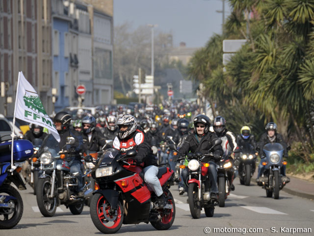 manif 24 mars 900 motards entre cherbourg et saint l moto magazine leader de l actualit. Black Bedroom Furniture Sets. Home Design Ideas