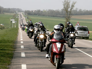 manif moto 24 mars argentan alen on 500 motards font dans moto magazine leader de l. Black Bedroom Furniture Sets. Home Design Ideas