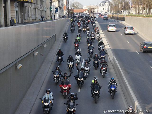 manif moto 24 mars reims 2000 motards se font moto magazine leader de l actualit de. Black Bedroom Furniture Sets. Home Design Ideas