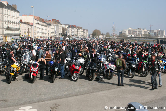 manif moto 24 mars nantes 1300 motards manifestent leur moto magazine leader de l. Black Bedroom Furniture Sets. Home Design Ideas