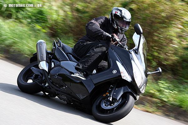 promo scooter le yamaha t max 2011 bien moins moto magazine leader de l actualit de. Black Bedroom Furniture Sets. Home Design Ideas