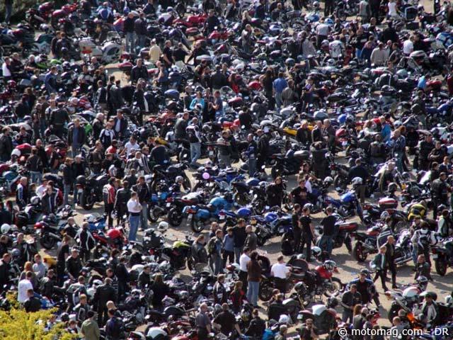 anti contr le technique 4500 motards devant le parlement moto magazine leader de l. Black Bedroom Furniture Sets. Home Design Ideas