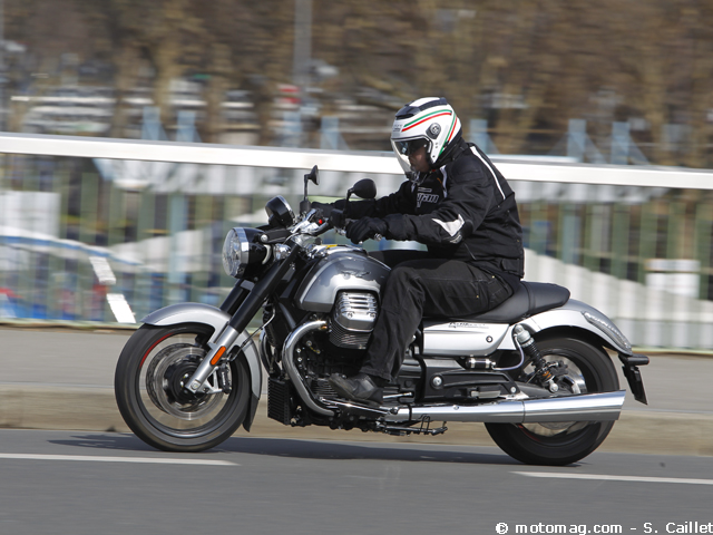 Moto Guzzi California 1400 Custom : belle au sang (...)