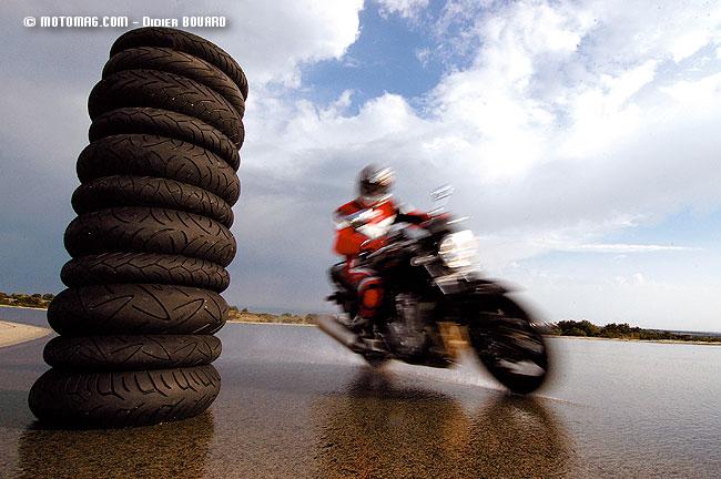 test pneus sport touring et roadsters moto magazine leader de l actualit de la moto et du. Black Bedroom Furniture Sets. Home Design Ideas