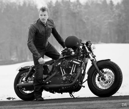 tenue moto vintage wrangler s 39 associe alpinestars moto magazine leader de l actualit de. Black Bedroom Furniture Sets. Home Design Ideas