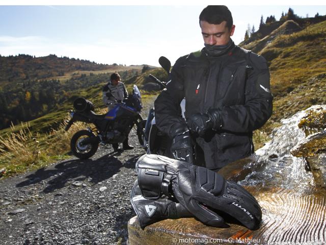 quipement 10 gants moto hiver test s par 24 c moto magazine leader de l actualit de la. Black Bedroom Furniture Sets. Home Design Ideas