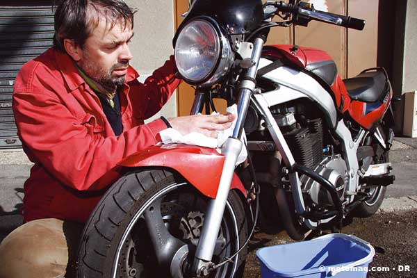 nettoyer sa moto l occasion d une petite r vision moto magazine leader de l actualit de. Black Bedroom Furniture Sets. Home Design Ideas