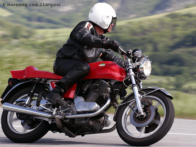 les contrats d 39 assurance pour motos anciennes moto magazine leader de l actualit de la moto. Black Bedroom Furniture Sets. Home Design Ideas