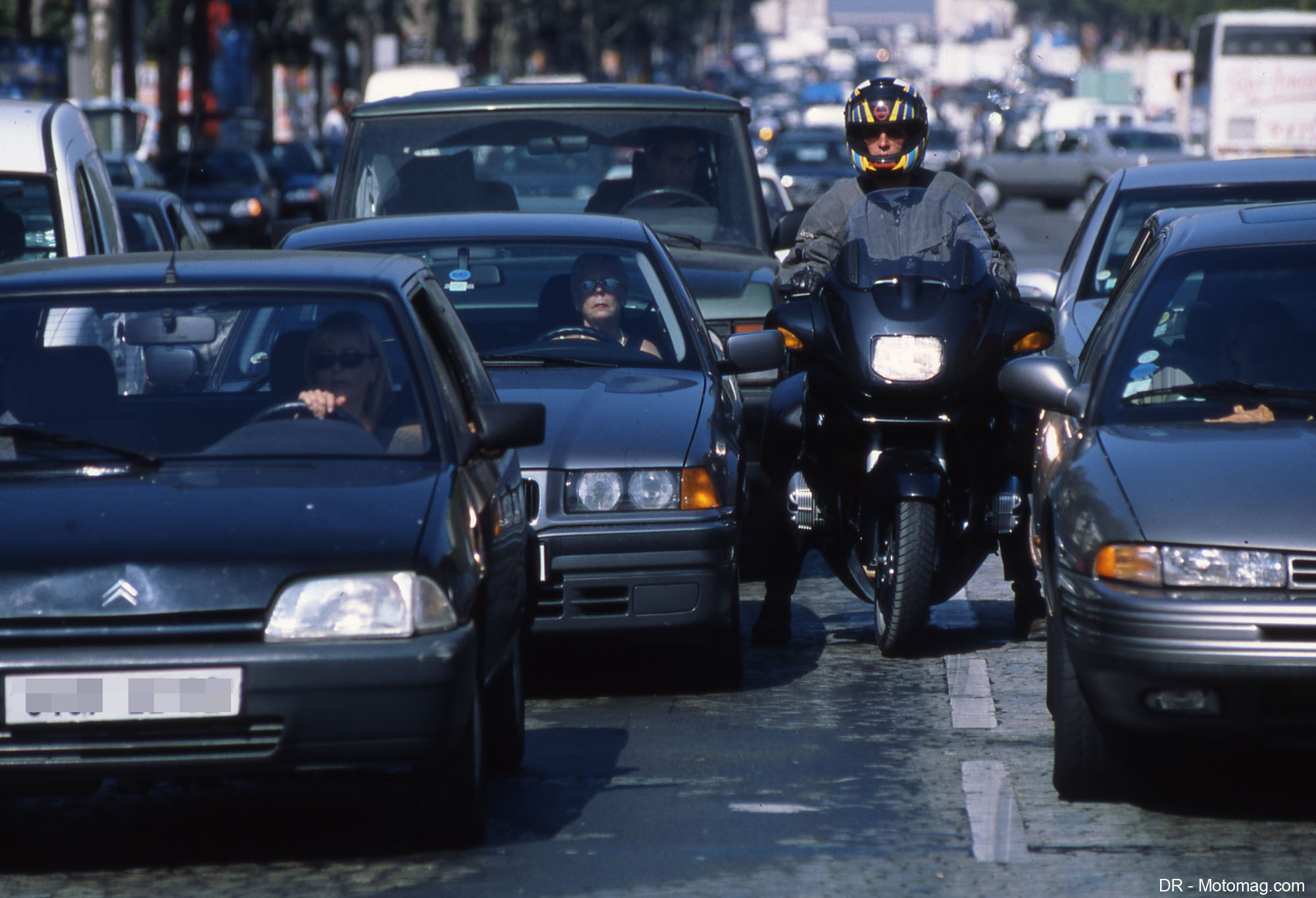 Interdiction des motos et scooters : Paris enfonce le (...)