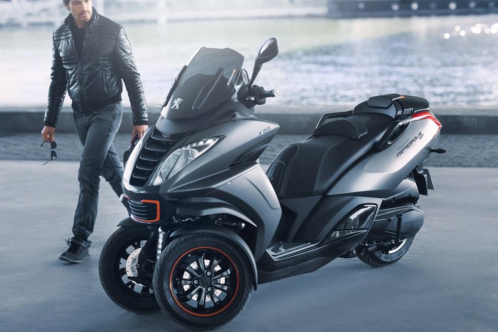 peugeot pr pare un nouveau scooter 3 roues pour 2018. Black Bedroom Furniture Sets. Home Design Ideas