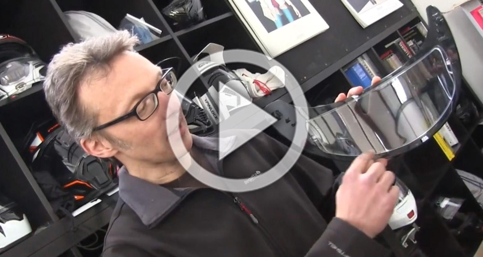 Vidéo Pratique Nettoyer Lécran Pinlock De Son Casque Moto