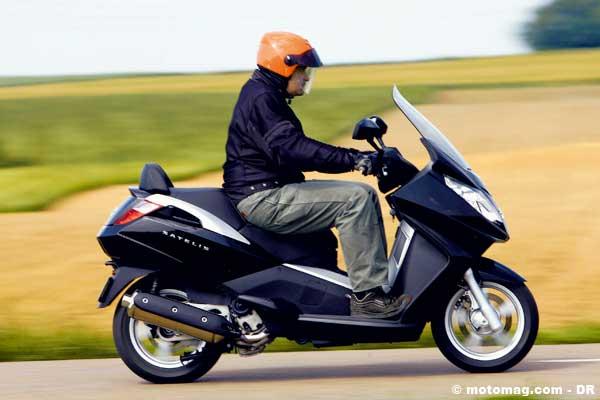 peugeot satelis 400 500 moto magazine leader de l actualit de la moto et du motard. Black Bedroom Furniture Sets. Home Design Ideas