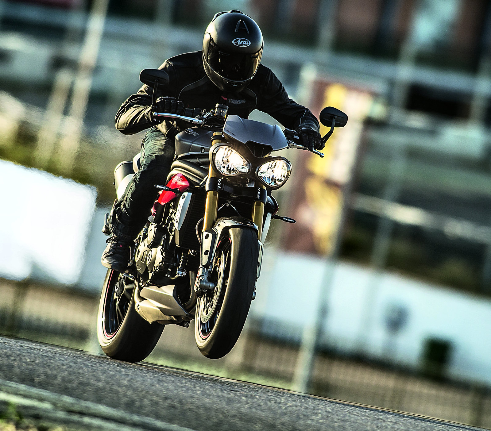 Triumph Speed Triple 2016 : des changements en (...)