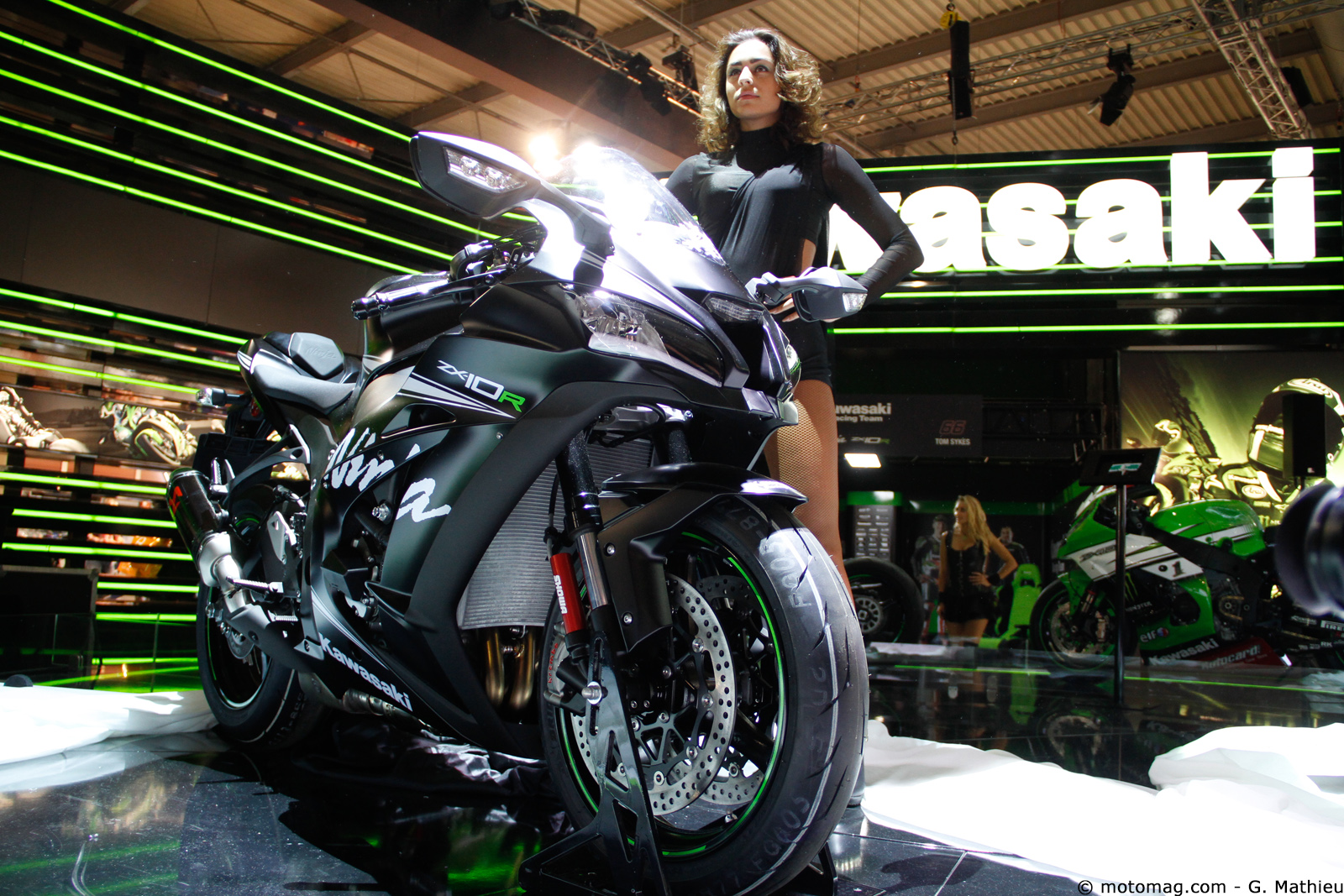 nouveaut moto 2016 la kawasaki zx 10r pr sent e moto magazine leader de l. Black Bedroom Furniture Sets. Home Design Ideas
