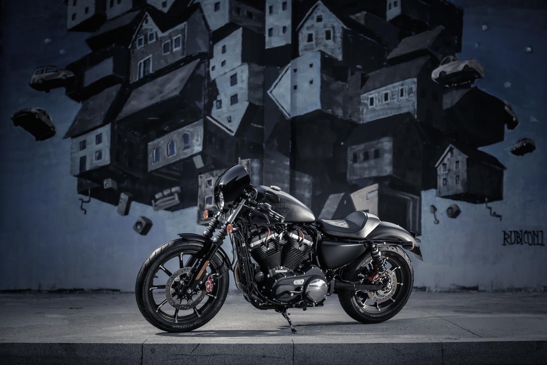 Sportster Iron 2016 >> Le Sportster Iron 883 customisé par les concessionnaires (...) - Moto Magazine - leader de l ...