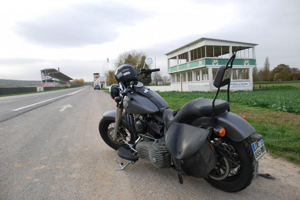 blog tatou harley une id e de balade moto en ile de france moto magazine leader de l. Black Bedroom Furniture Sets. Home Design Ideas