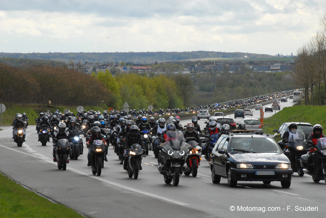 800 motards picards bloquent Amiens