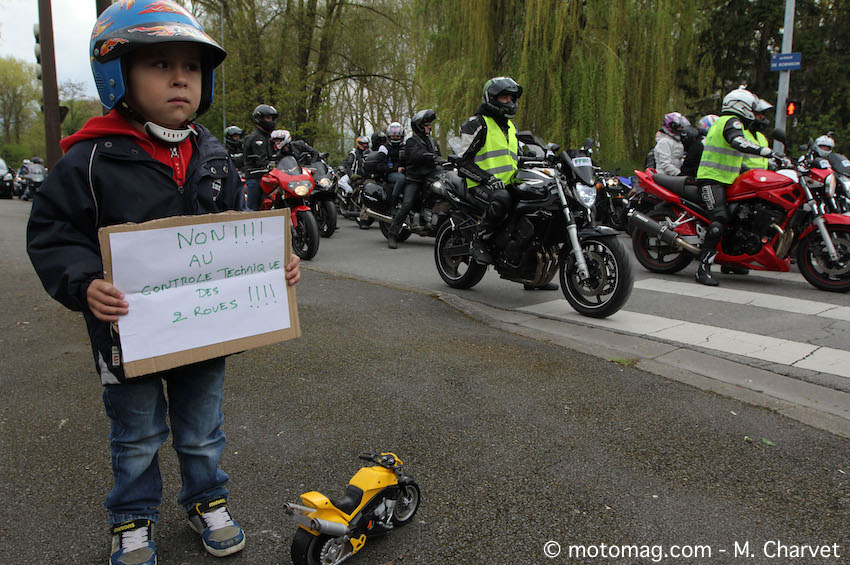 Manif FFMC 18 : 700 motards s'invitent au Printemps (...)