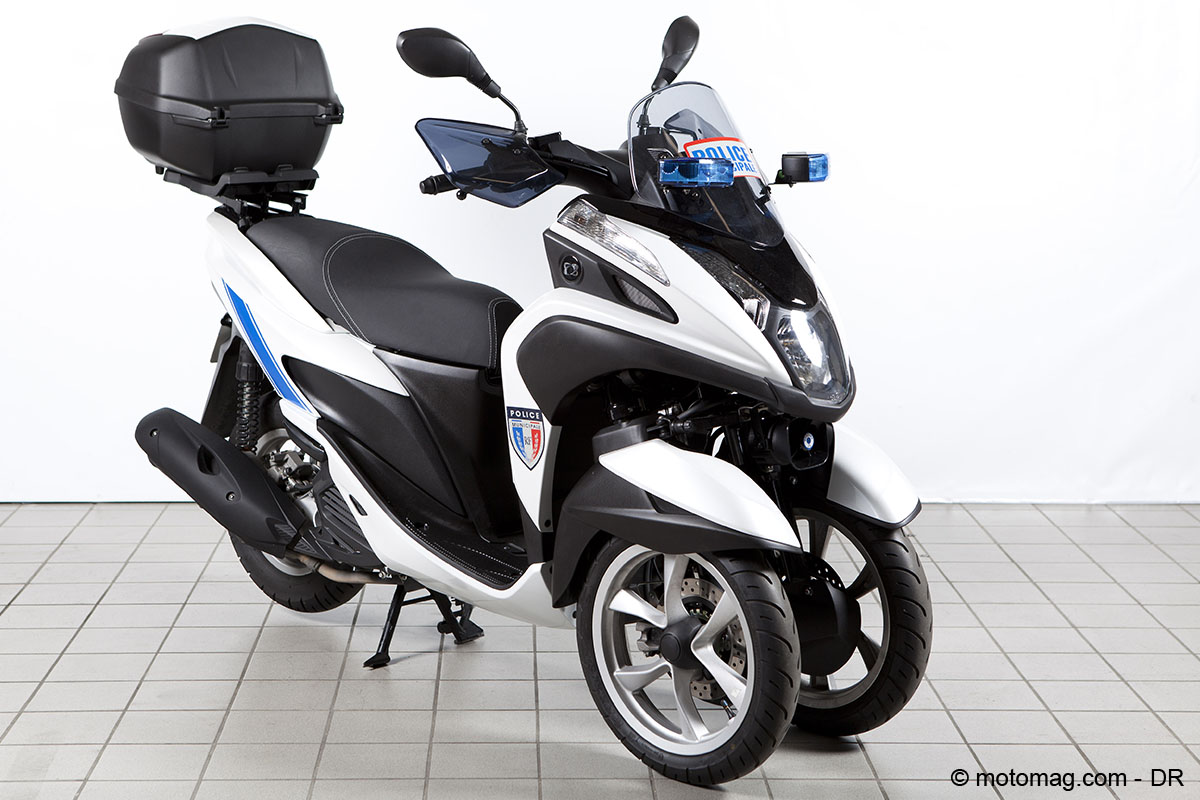 un scooter 3 roues yamaha tricity sp cial police. Black Bedroom Furniture Sets. Home Design Ideas