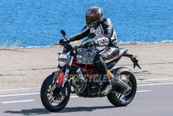 nouveaut moto 2017 une ducati monster 803 en phase moto magazine leader de l. Black Bedroom Furniture Sets. Home Design Ideas