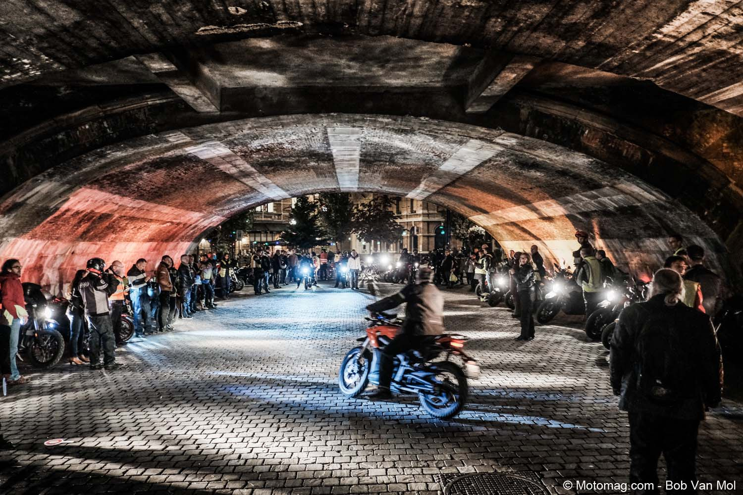 Electric Night Ride, Anvers et en silence