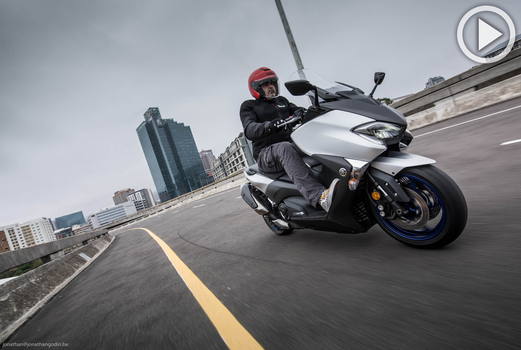 [VIDEO] Essai Yamaha TMax SX : toujours le Maximum (...)