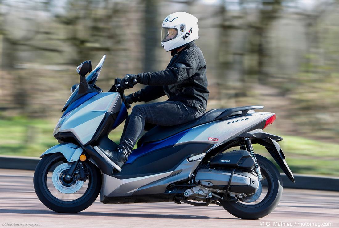 honda forza 125 lifting pour le best seller moto magazine leader de l actualit de la moto. Black Bedroom Furniture Sets. Home Design Ideas