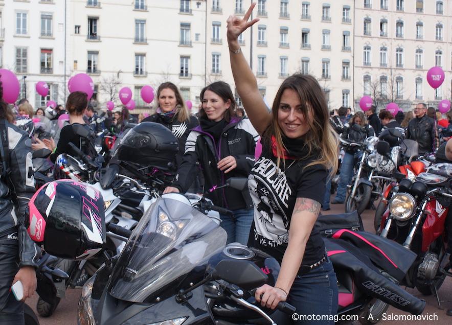 900 participantes au d fil toutes en moto lyon moto magazine leader de l actualit de la. Black Bedroom Furniture Sets. Home Design Ideas