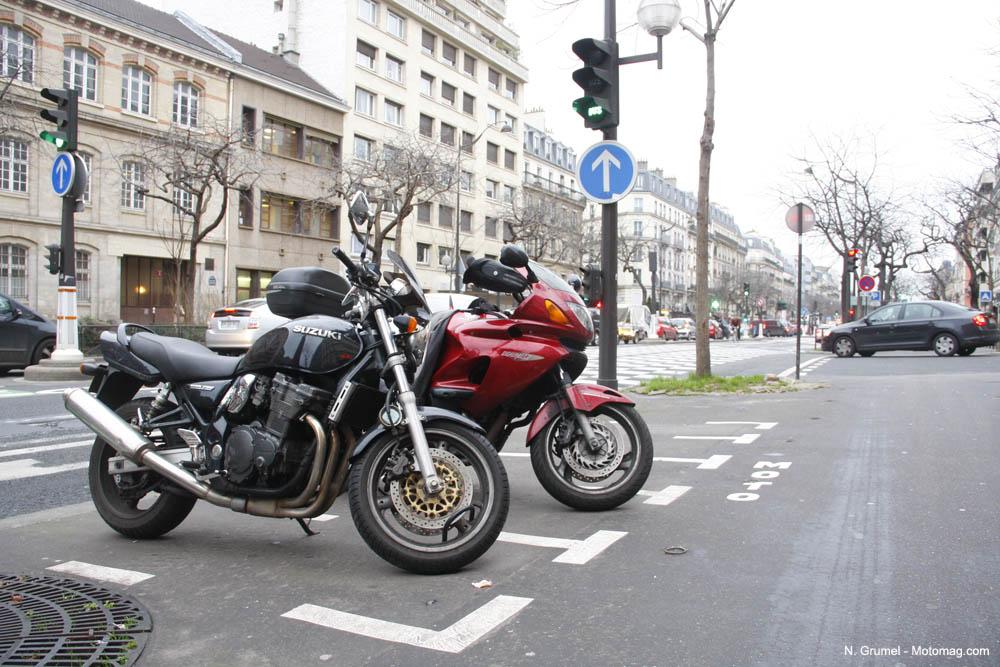 vers le stationnement payant des 2 roues paris en moto magazine leader de l. Black Bedroom Furniture Sets. Home Design Ideas