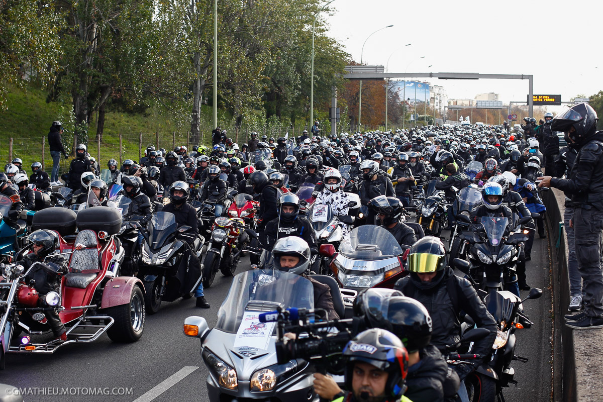 3500 motards défilent à Paris contre les interdictions de (...)