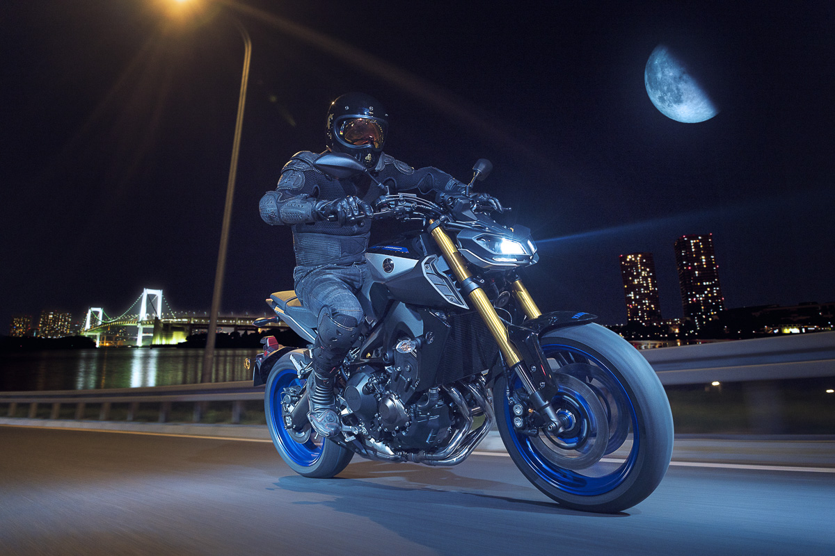 milan nouveaut s motos 2018 yamaha mt 09 sp moto magazine leader de l actualit de la moto. Black Bedroom Furniture Sets. Home Design Ideas