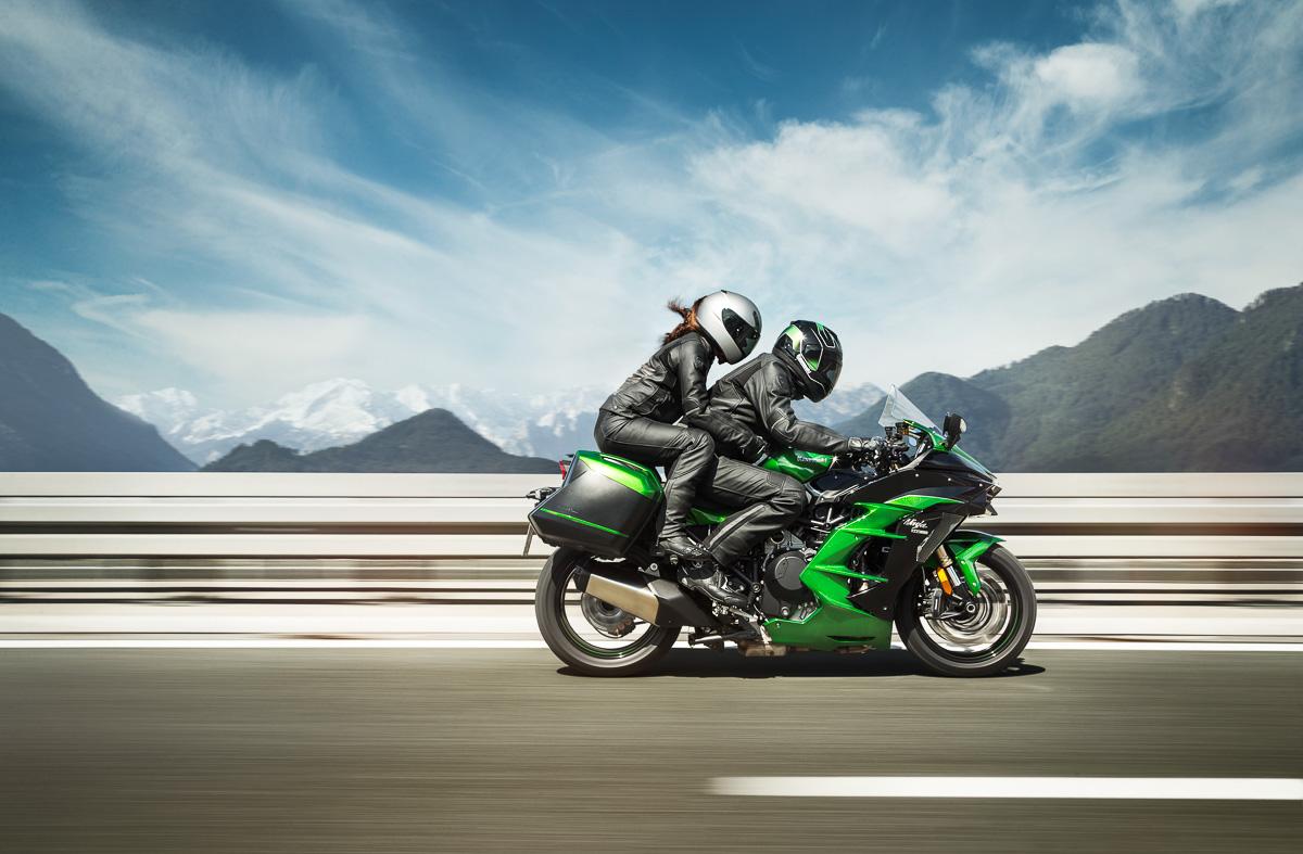 milan nouveaut s motos 2018 kawasaki ninja h2 sx moto magazine leader de l actualit. Black Bedroom Furniture Sets. Home Design Ideas
