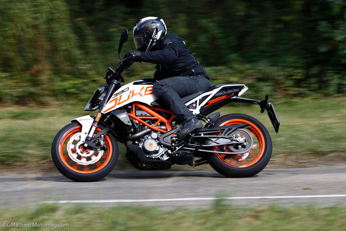 KTM 390 Duke : orange vitaminée