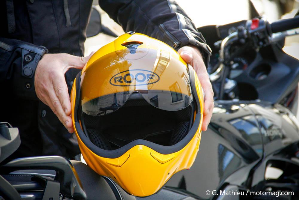 essai du casque r versible roof boxxer carbon moto magazine leader de l actualit de la moto. Black Bedroom Furniture Sets. Home Design Ideas