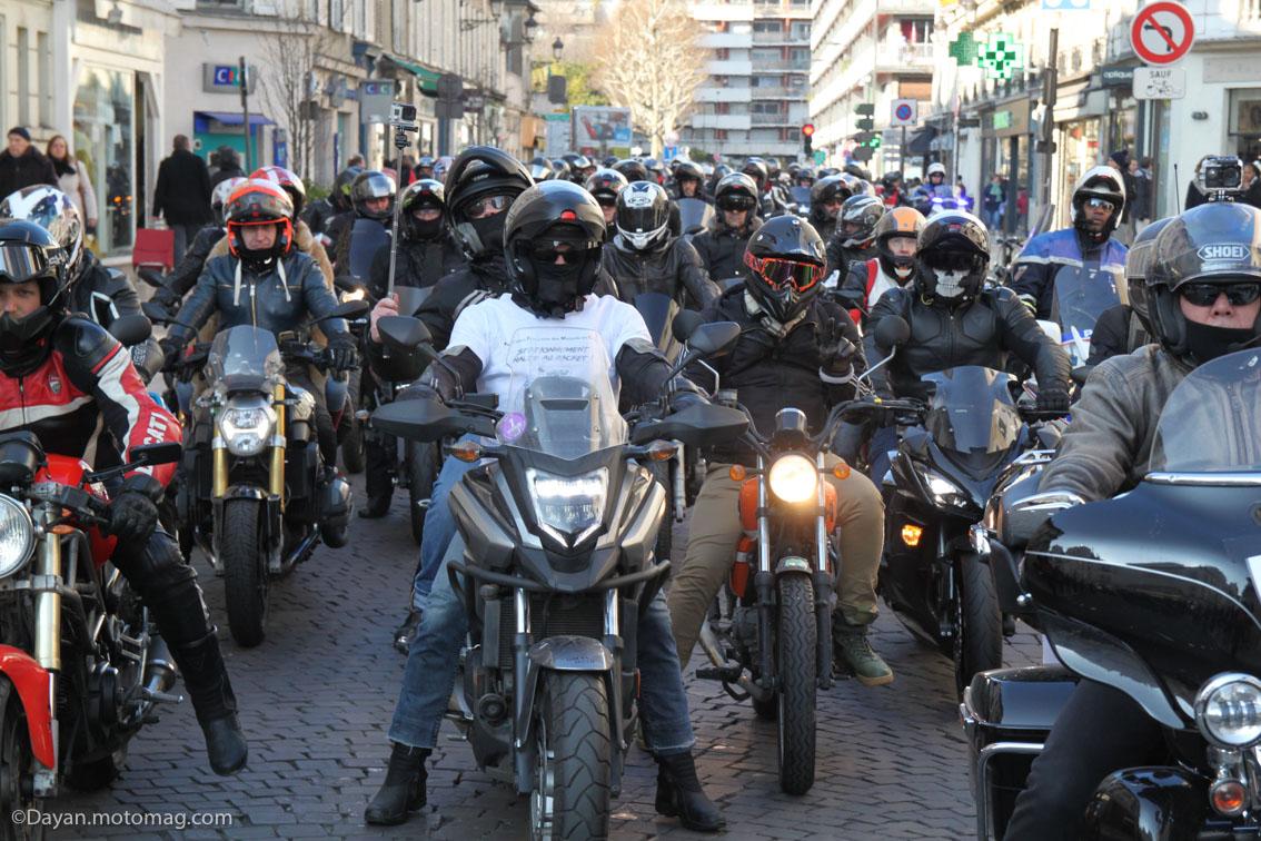 2000 motards défilent à Vincennes contre le stationnement (...)
