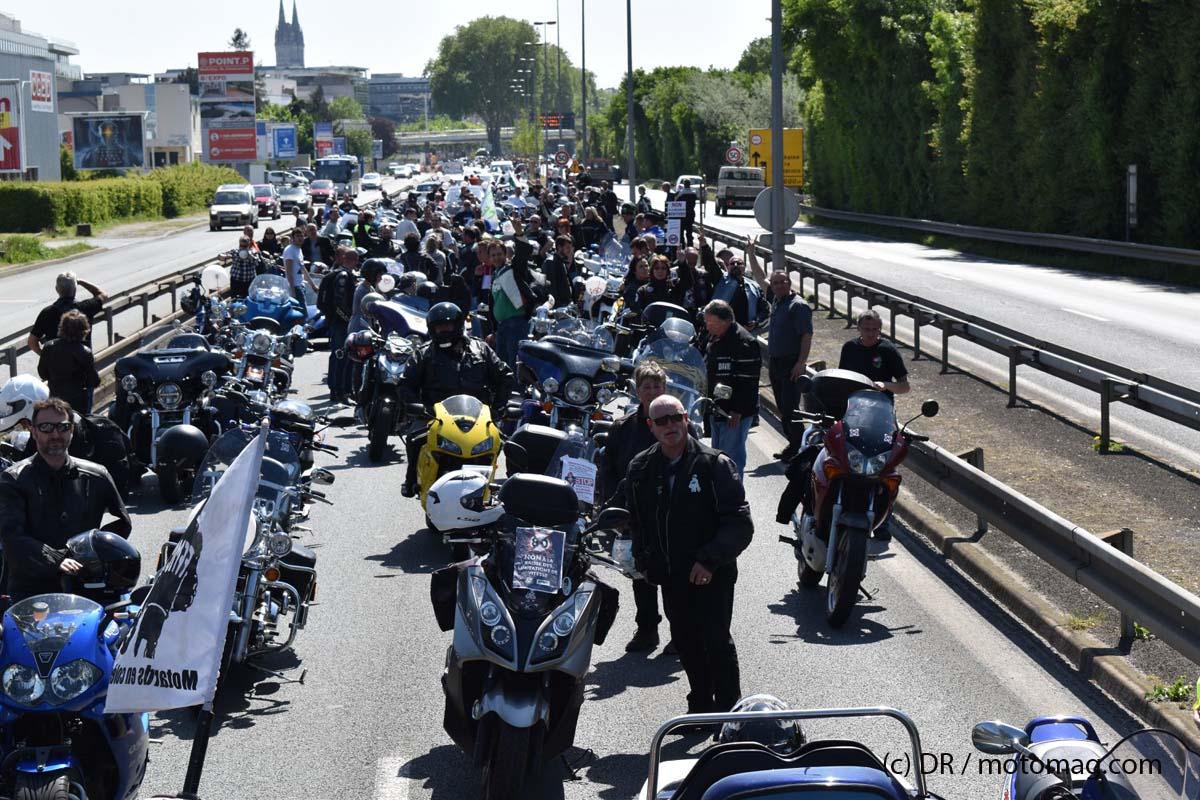 manif angers contre les 80km h moto magazine leader de l actualit de la moto et du motard. Black Bedroom Furniture Sets. Home Design Ideas