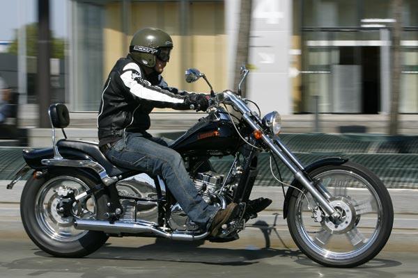 Leonart 125 Spyder - Moto Magazine - leader de l'actualité de la moto et du motard