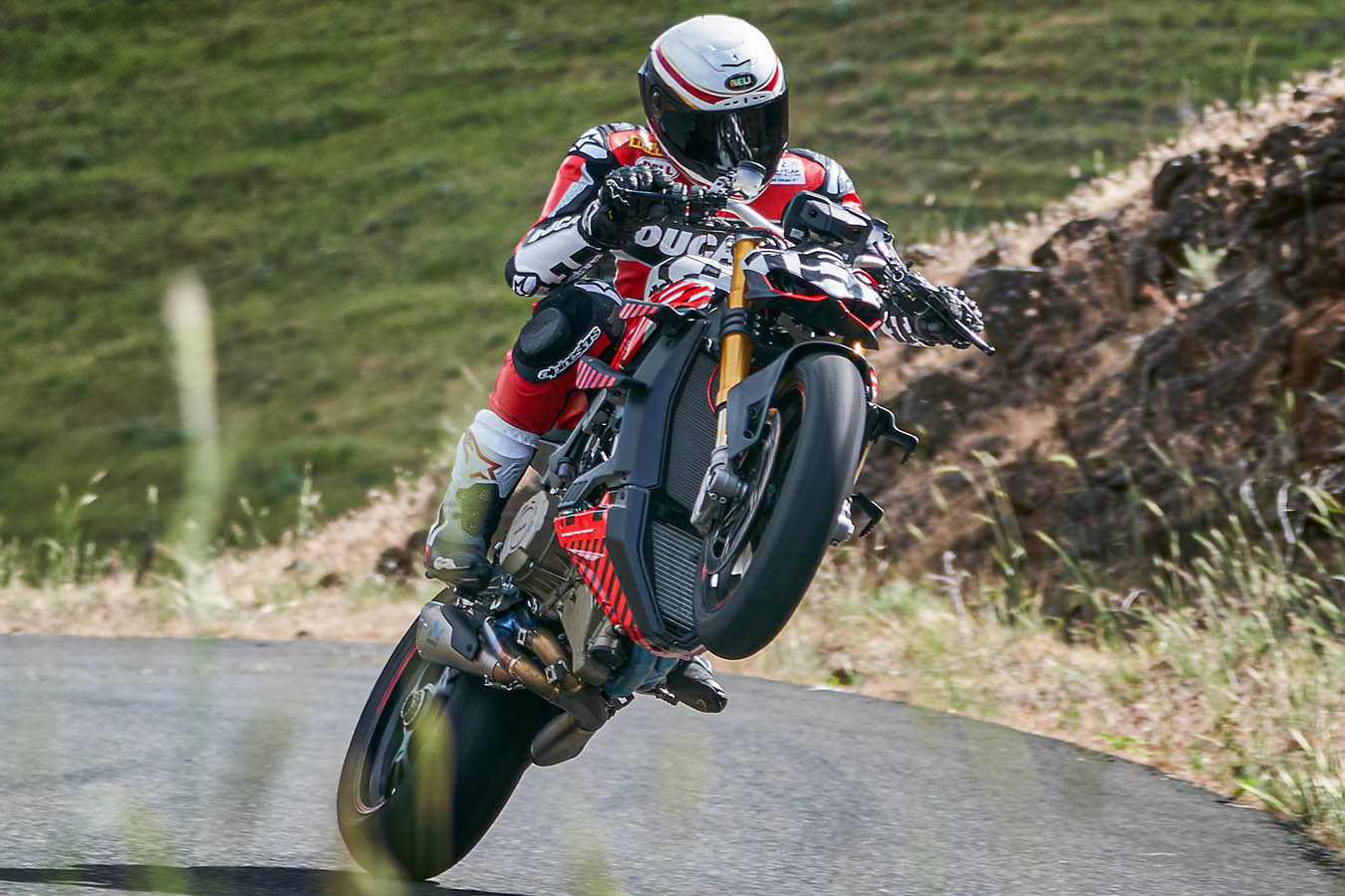 Ducati engage une Streetfighter V4 à Pikes Peak (...)