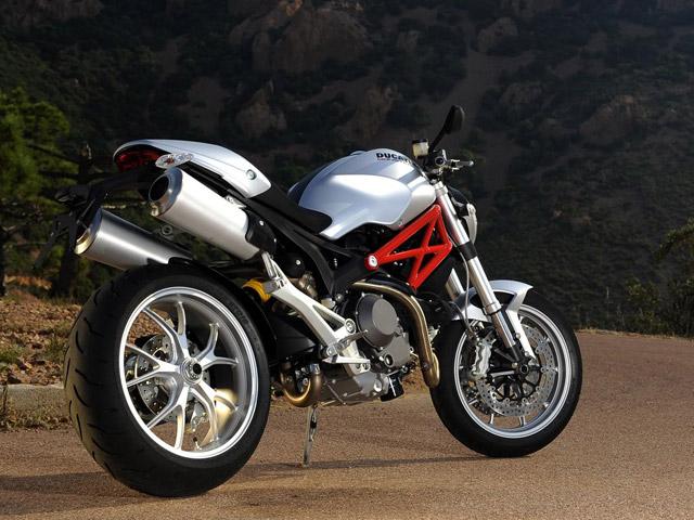 nouveaut moto 2009 ducati monster 1100 et 1100 moto magazine leader de l actualit. Black Bedroom Furniture Sets. Home Design Ideas