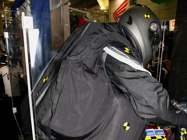airbag moto bering d voile son gilet sans fil moto magazine leader de l actualit de la. Black Bedroom Furniture Sets. Home Design Ideas