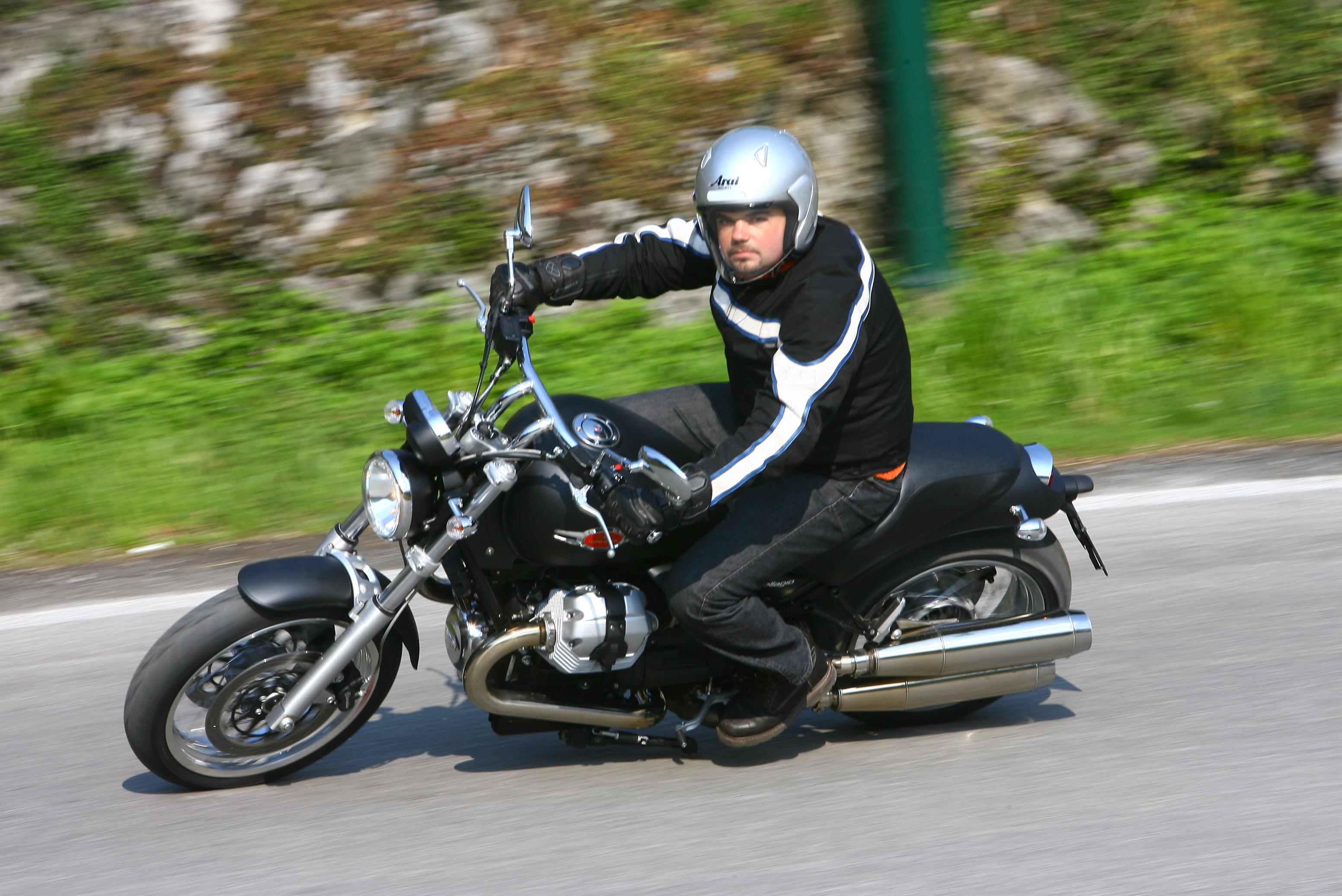 Conduite moto virage