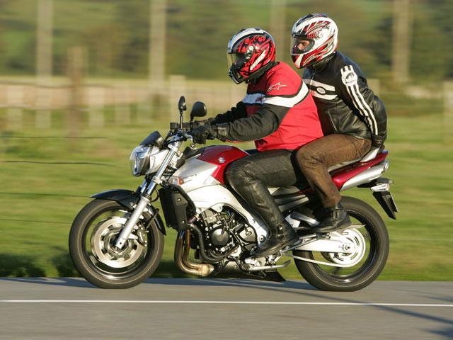 conduite moto comment rouler heureux en duo. Black Bedroom Furniture Sets. Home Design Ideas
