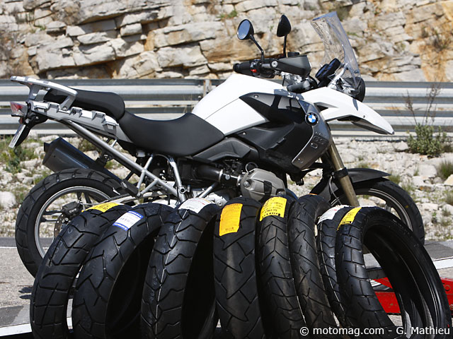 comparatif pneus pour trails routiers gommes au long moto magazine leader de l. Black Bedroom Furniture Sets. Home Design Ideas